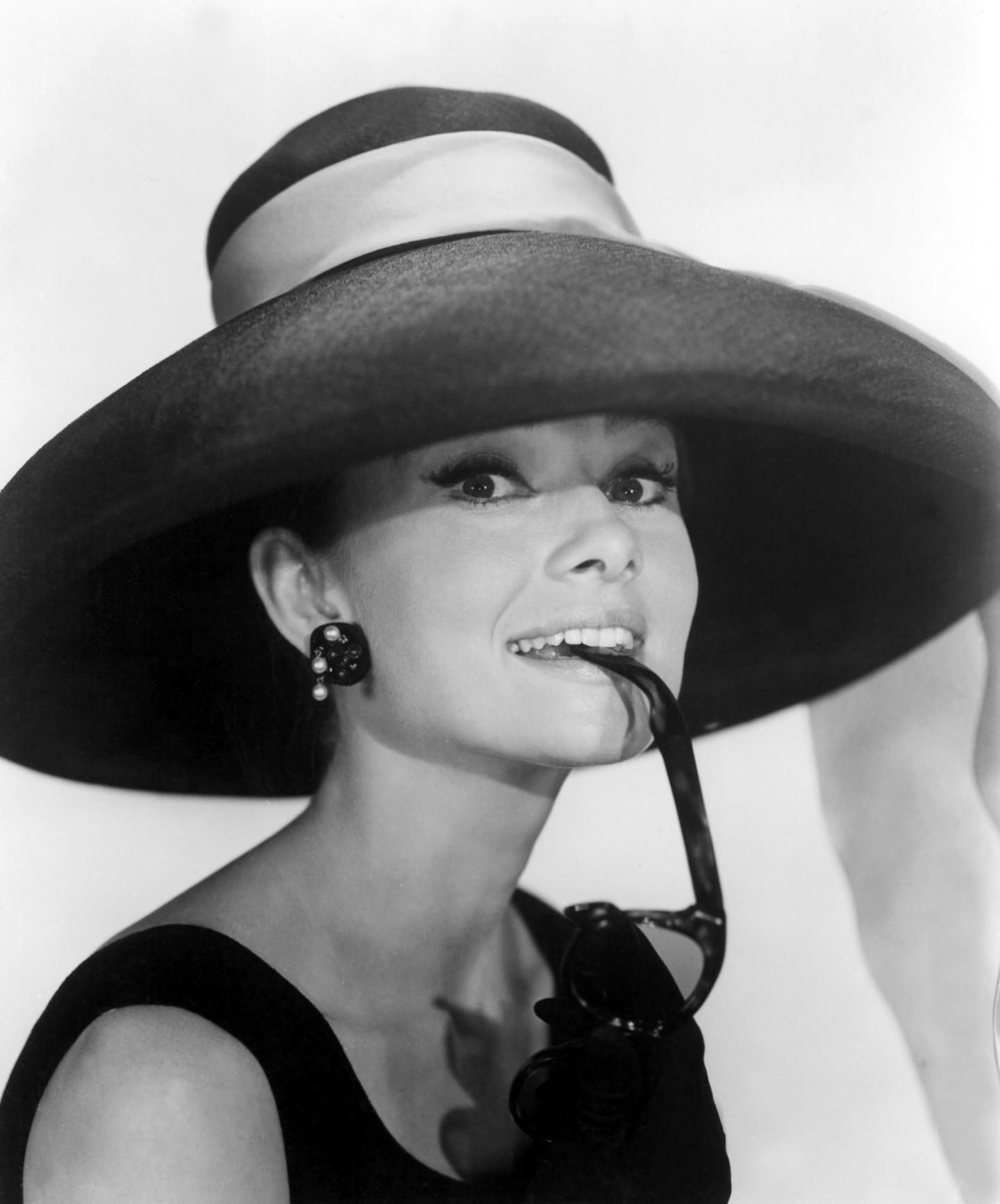 Audrey-Hepburn-sabrina-cappello-falde-larghe-chic-elegante-valentina-coco-fashion-blogger