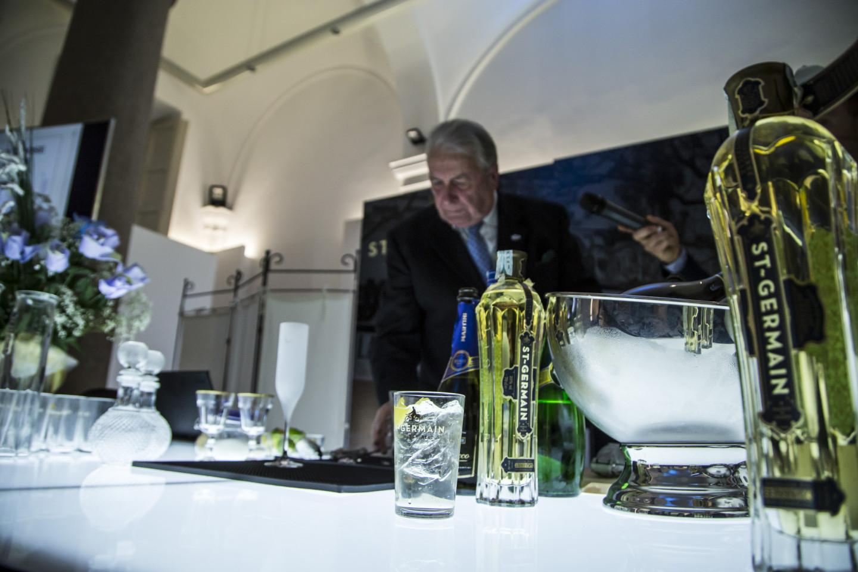 Bartender in opera con ST-Germain