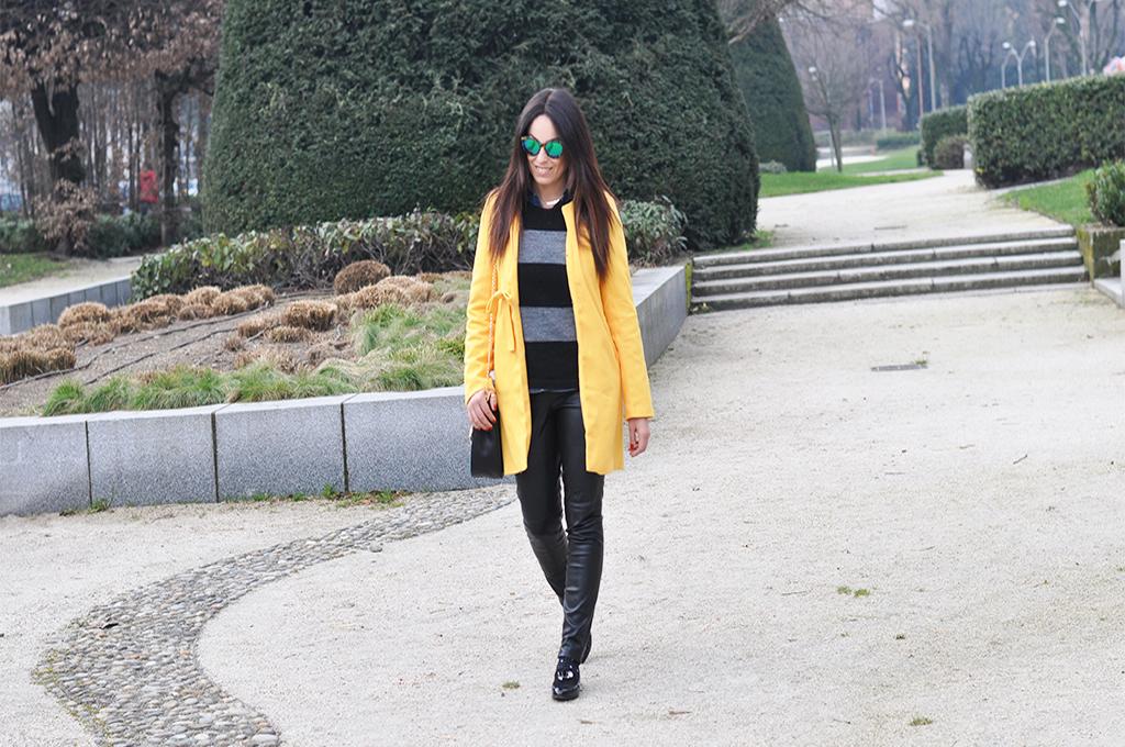 stripes-outfit-cappotto-giallo-scarpe-sarenza-fashion-blogger-valentina-coco copia