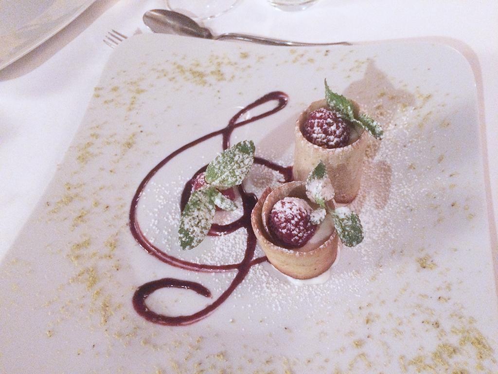 inaugurazione-mantova-mirem-profumeria-valentina-coco-fashion-blogger-chanel-nuovo-corner-foodporn-dolce