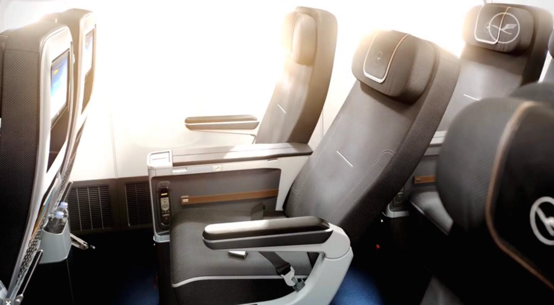 Lufthansa-Premium-Economy-MIAMI-a380-valentina-coco-fashion-blogger-beach