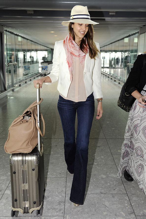 jessica-alba-airport-style-celebrities-cosa-mettere-in-valigia-come-vestirsi-valentina-coco-fashion-blogger-street-style