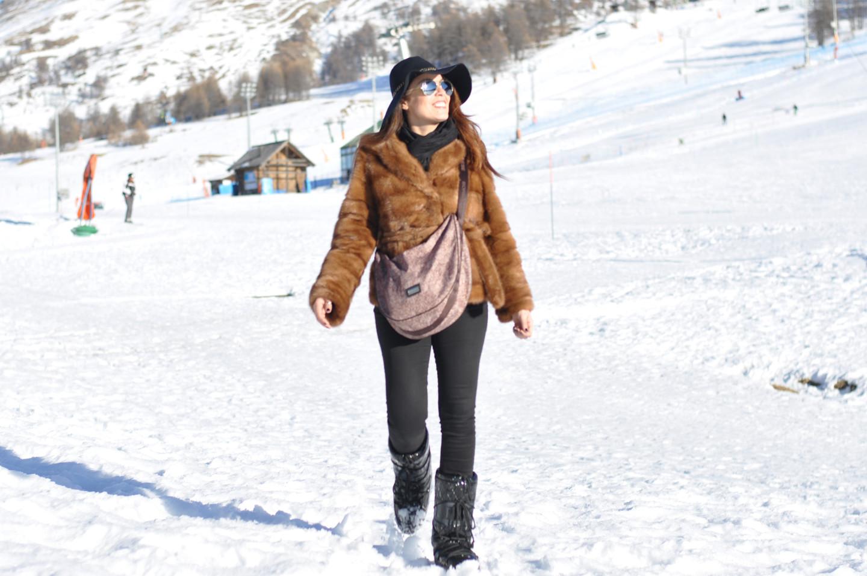 outfit-da-neve-pelliccia-moon-boots-sestriere-borbonese-bag-valentina-coco-fashion-blogger