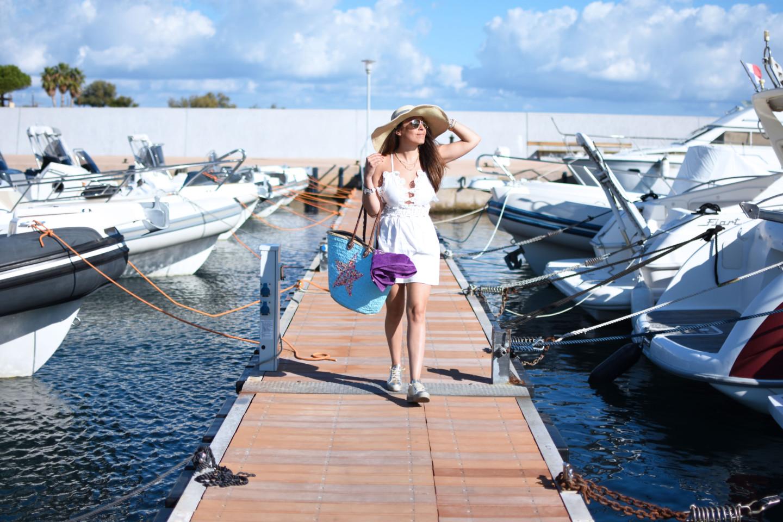 outfit-boat-corsica-come-andare-al-mare-valentina-coco-vestito-bianco-street-style-fashion-blogger-michael-kors-hermes-travel