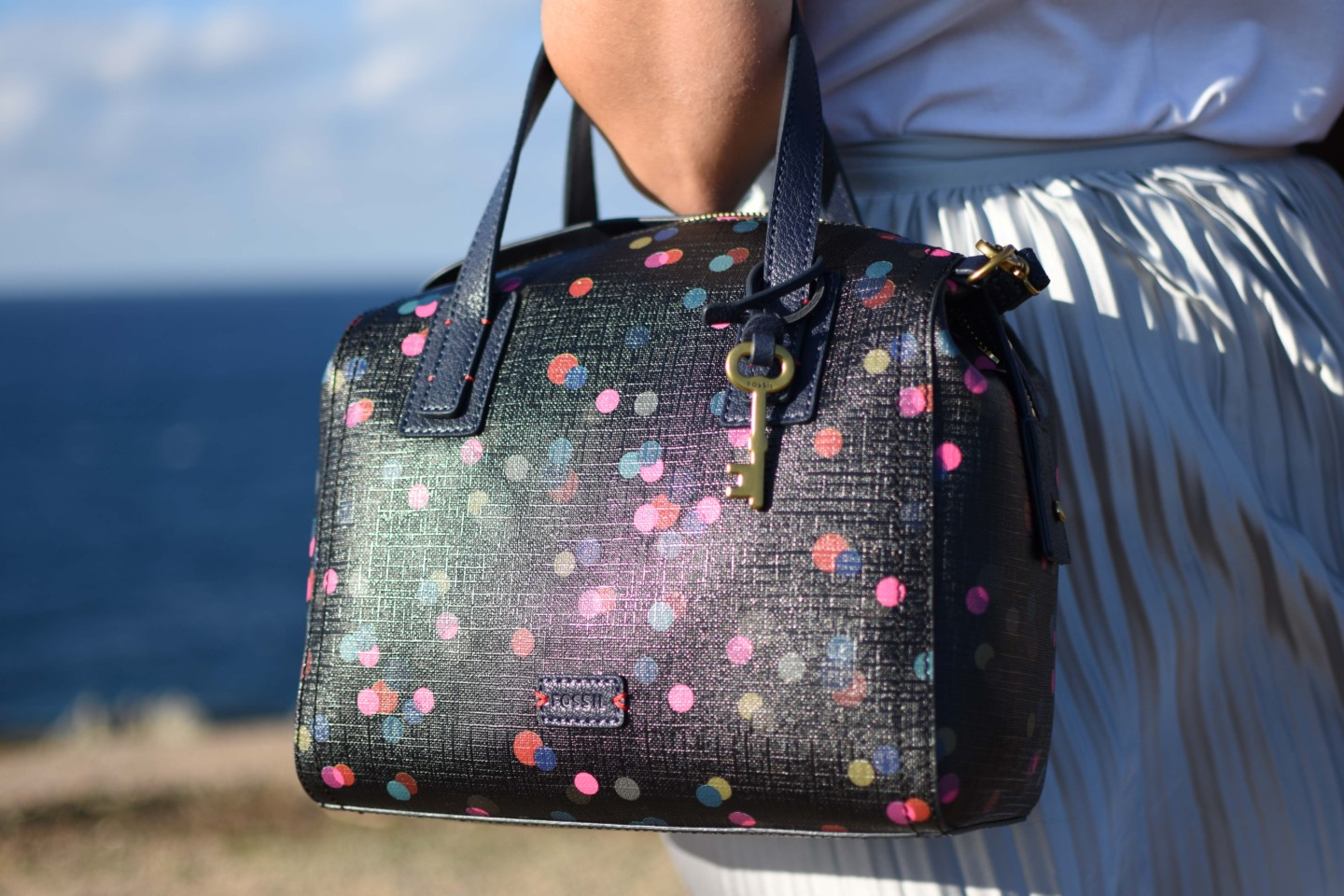 corsica-gonna-argento-lunga-must-have-travel-outfit-street-style-valentina-coco-fossil-bag